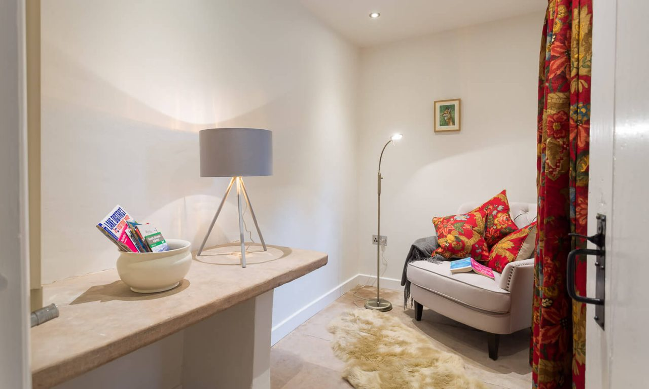 Lacet Cottage, Ullswater pet friendly holiday cottage in the Lake District - Reading Room/Snug