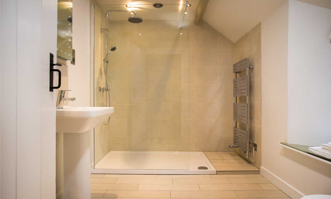 Lacet Cottage, Ullswater pet friendly holiday cottage in the Lake District - Shower Room