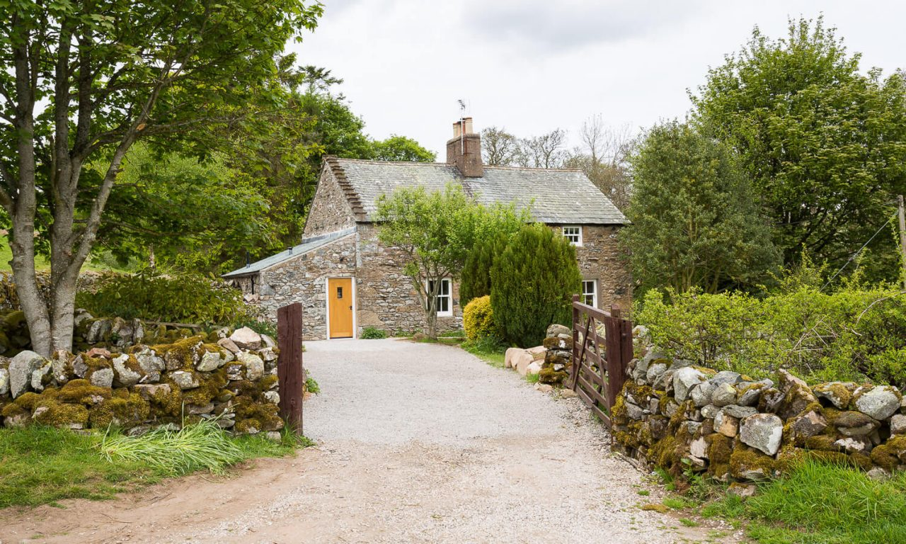 Lacet Cottage, Ullswater pet friendly holiday cottage in the Lake District - Driveway