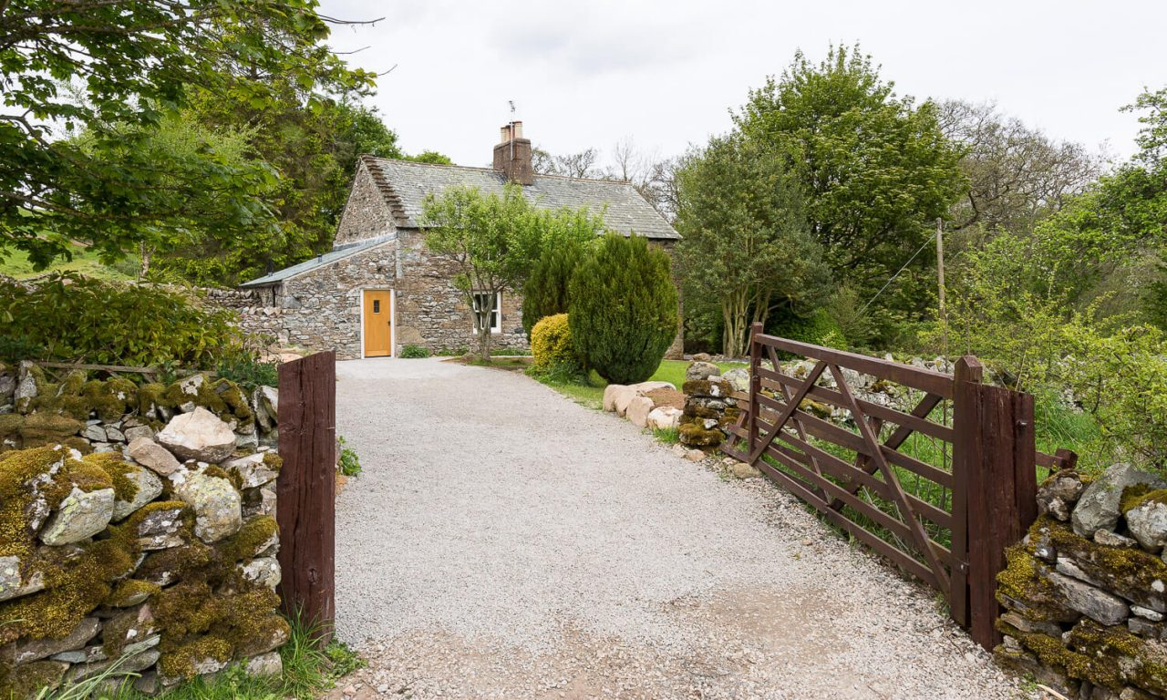 Lacet Cottage, Ullswater pet friendly holiday cottage in the Lake District - Gateway