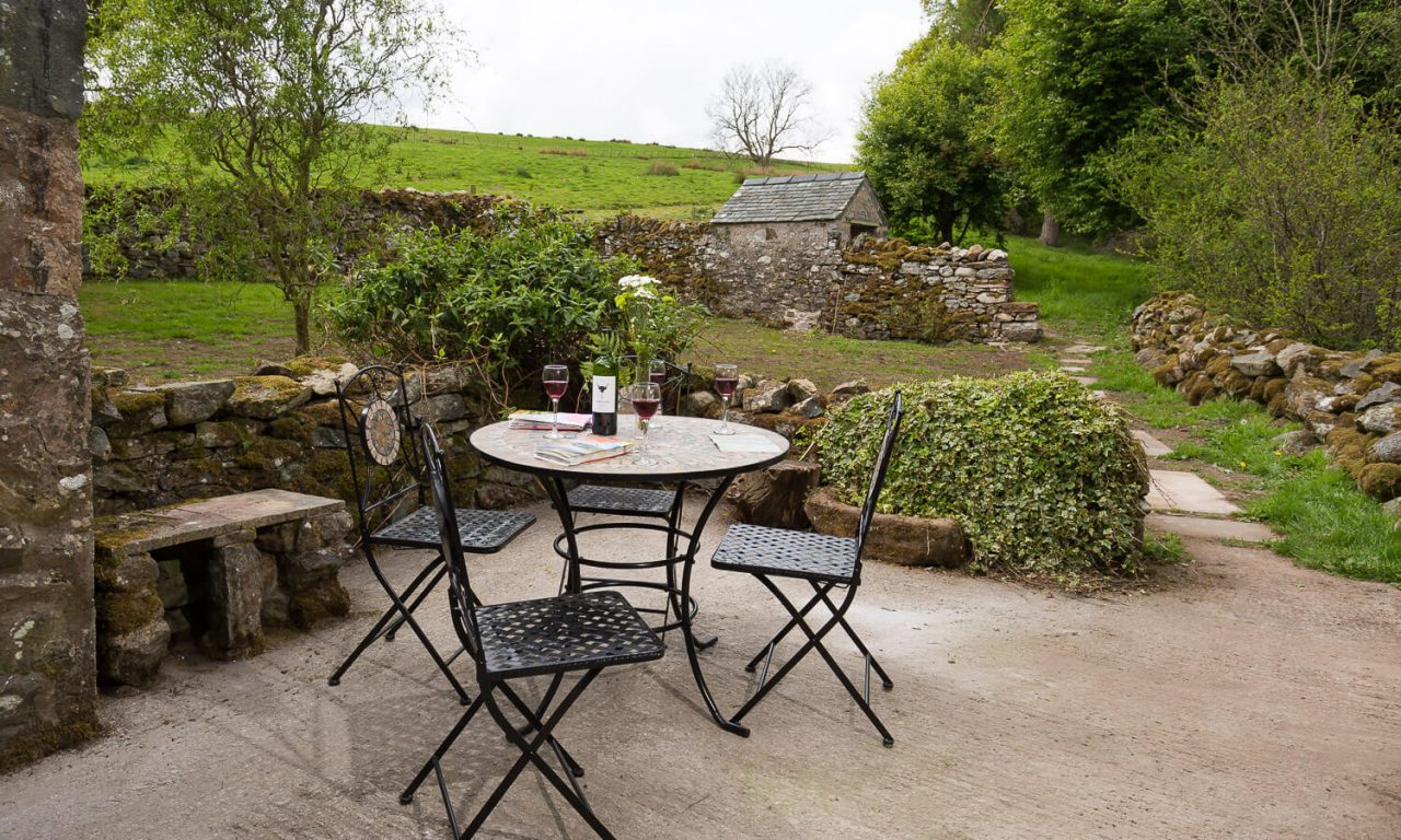 Lacet Cottage, Ullswater pet friendly holiday cottage in the Lake District - Patio