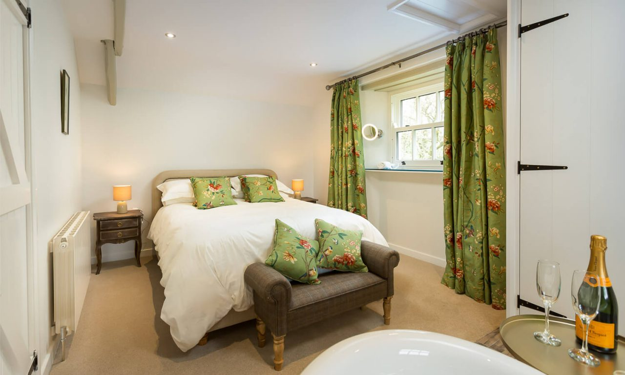 Lacet Cottage, Ullswater pet friendly holiday cottage in the Lake District - Master Bedroom